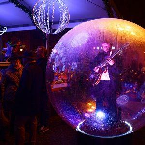 Un guitariste dans une bulle