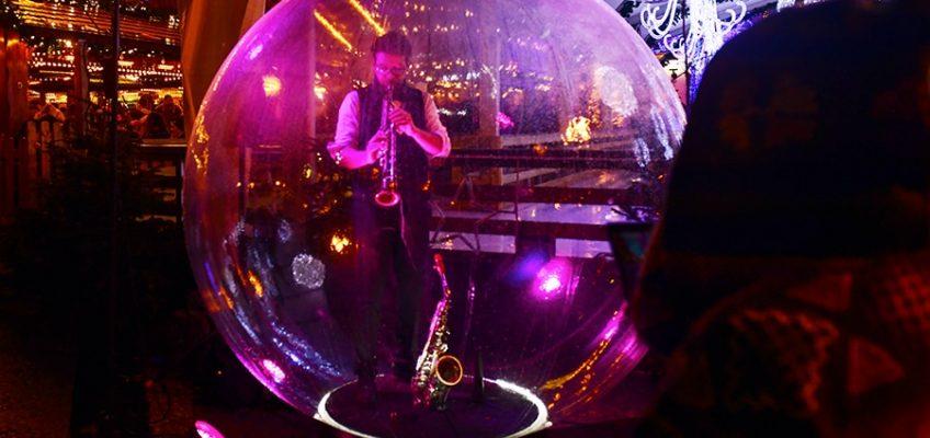 Un saxophoniste dans une bulle de Jazz