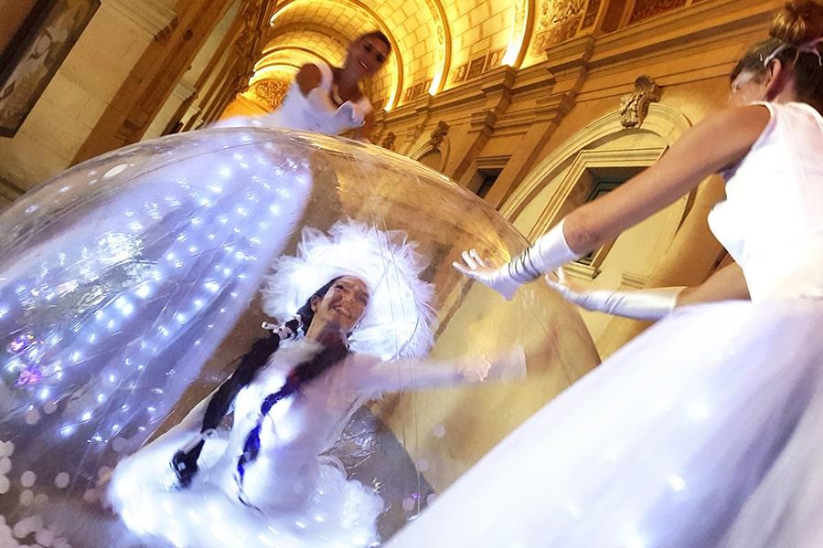 Les Wellcome et les danseuse bulles au Palais Saint Pierre