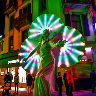 Nouvelle vidéo des Nymphéas, spectacle lumineux sur échasses