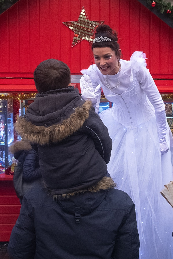 Check à Nantes avec une ballerine sur échasses