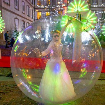 Les Nymphéas et une danseuse-bulle au marché de Noël de Haguenau