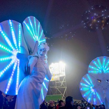 Les Nymphéas, spectacle lumineux sur échasses, à BXL 2020