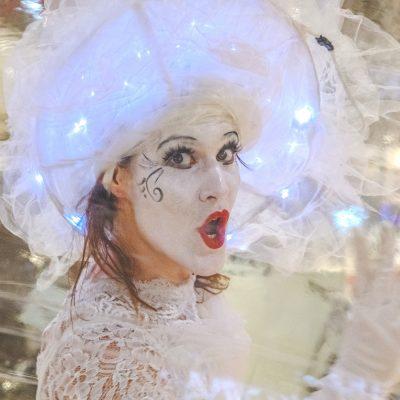 sourire d'une danseuse en bulle
