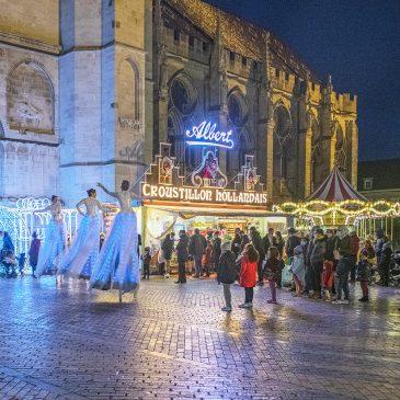Déambulation d'échassiers lumineux à Sens en Bourgogne